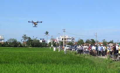 Thiết bị bay không người lái phun thuốc BVTV tại Phú Yên